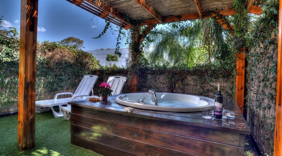 Boutique Garden Rooms with hot tub